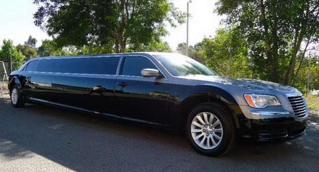 Chrysler 300 jako našlapaná limuzína 1