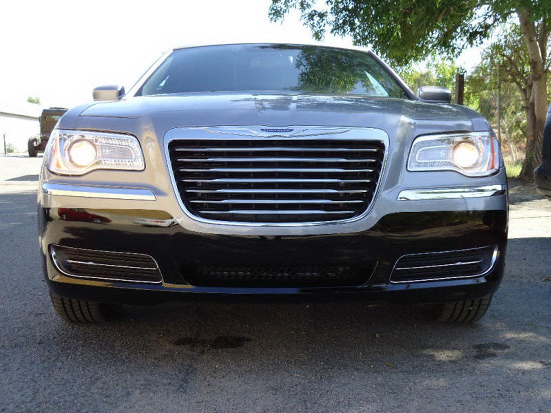 Chrysler 300 jako našlapaná limuzína 11