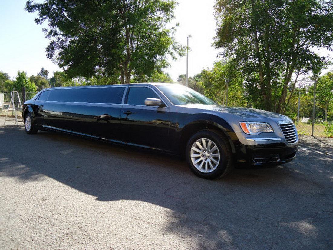 Chrysler 300 jako našlapaná limuzína 12