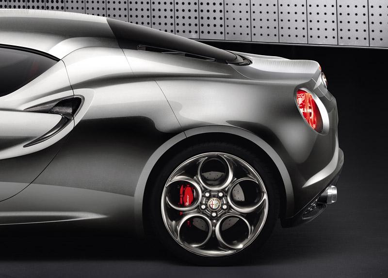 Alfa Romeo 4C míří do Franfurtu znovu jako koncept 6