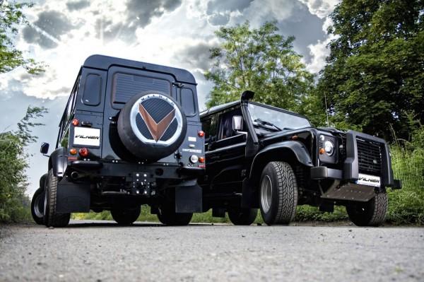 Dva Land Rovery Defendery modifikovány od Vilneru 2