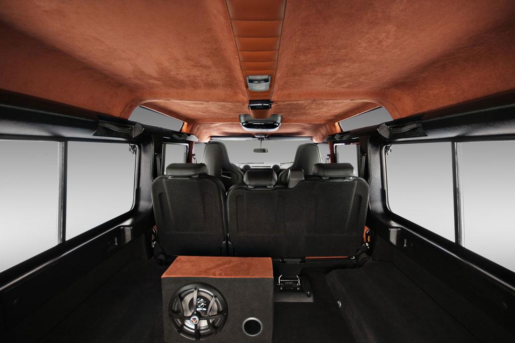 Dva Land Rovery Defendery modifikovány od Vilneru 4
