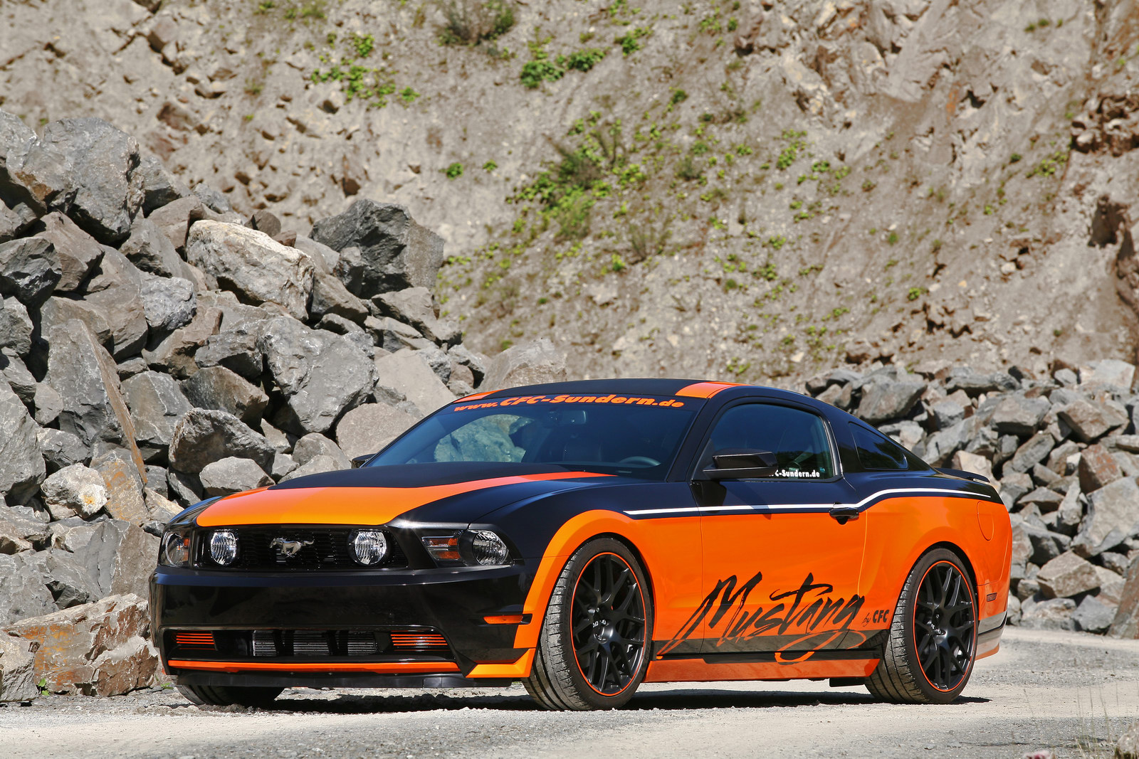 Němci z Design World upravili Ford Mustang GT 11