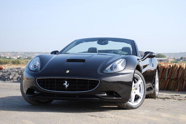 Ferrari California pro rok 2012 vyšší výkon a nižší hmotnost 1