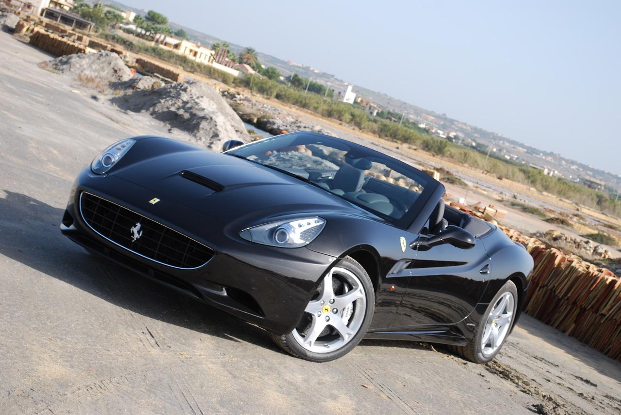 Ferrari California pro rok 2012 vyšší výkon a nižší hmotnost 2