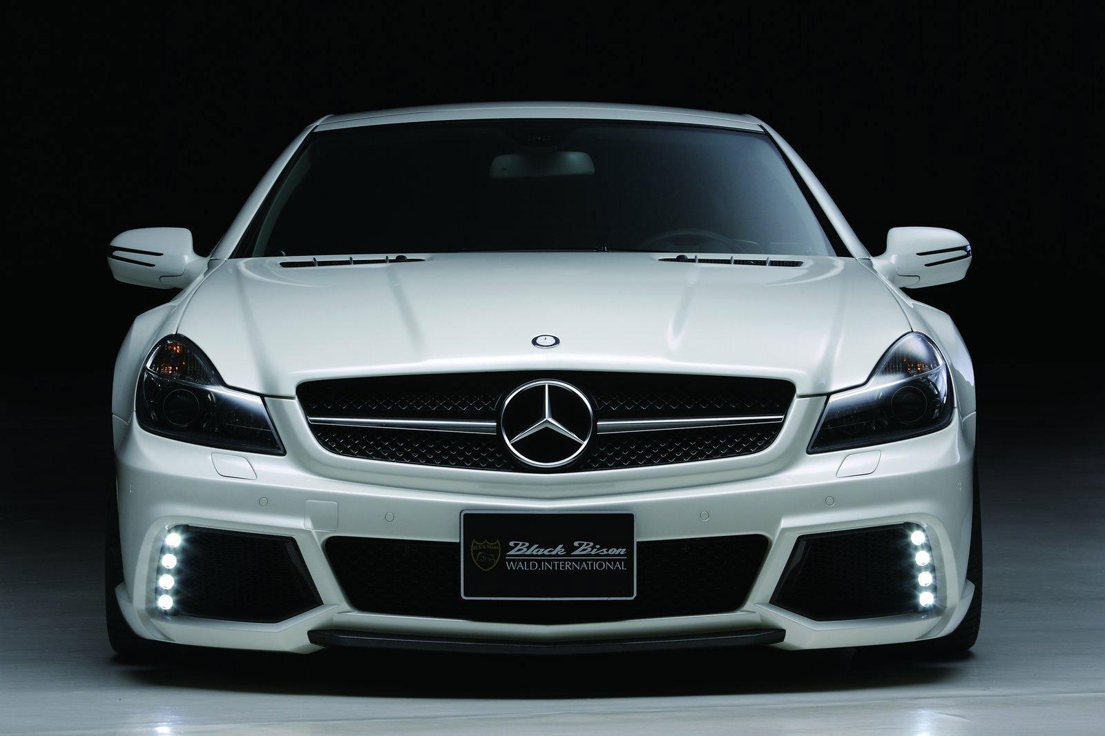 Japonci z Wald International stvořili Mercedes-Benz SL Black Bison 4