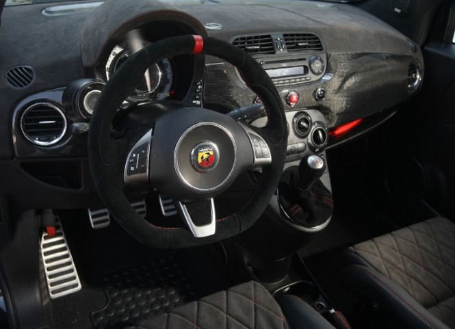 Romeo Ferraris Fiat 500 Abarth Stradale a 300 koní pod kapotou 4