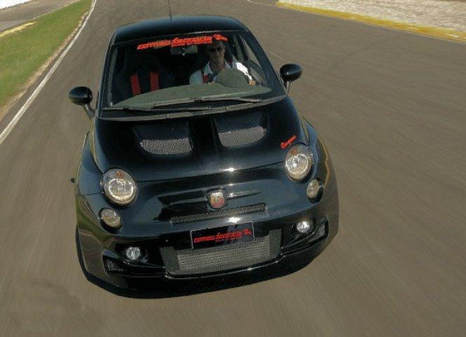 Romeo Ferraris Fiat 500 Abarth Stradale a 300 koní pod kapotou 8