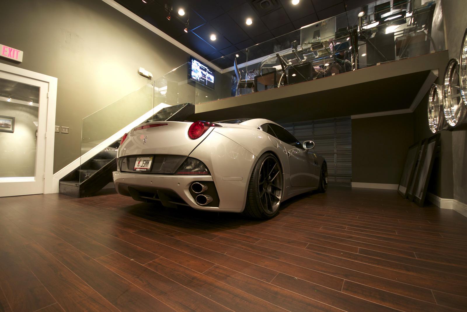 DMC představilo Ferrari California s výkonem 606 koní 2