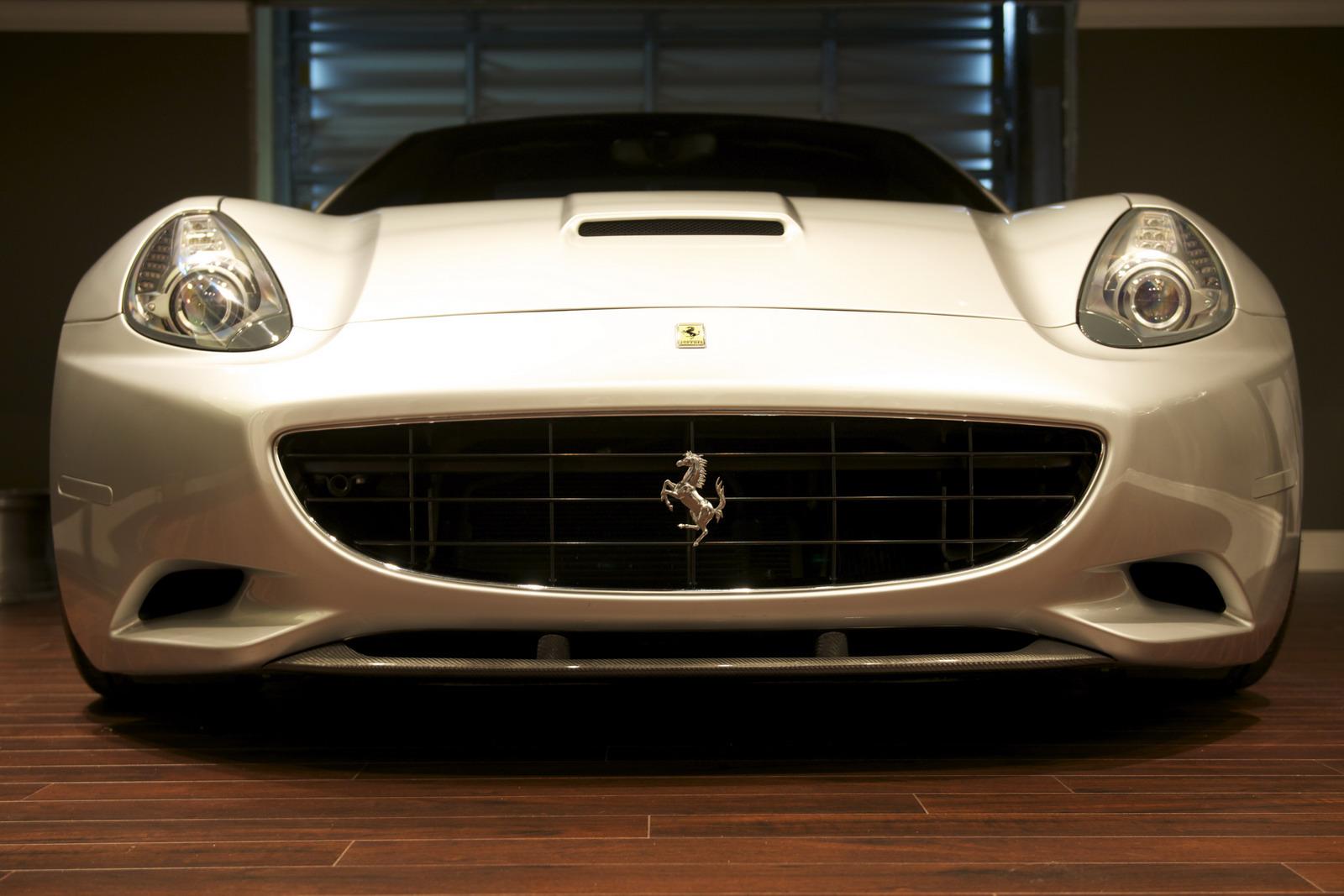 DMC představilo Ferrari California s výkonem 606 koní 8