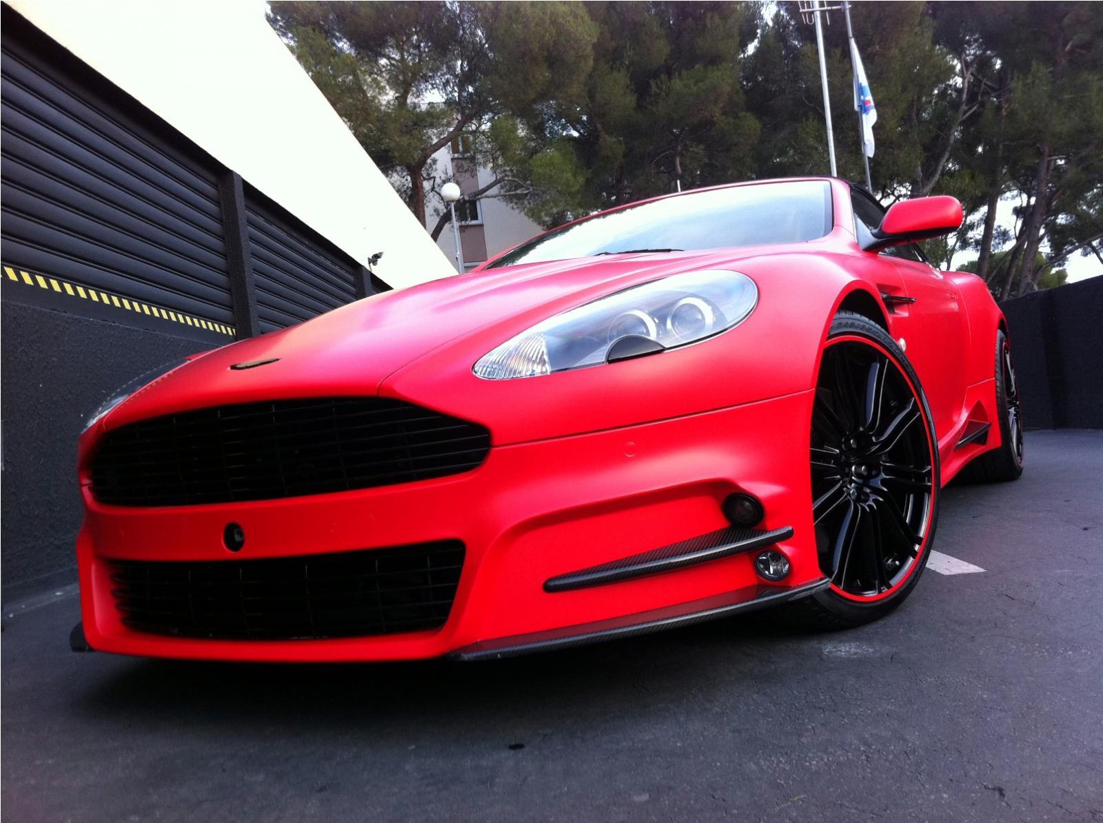 Mansory Aston Martin DBS v červené fólii 2