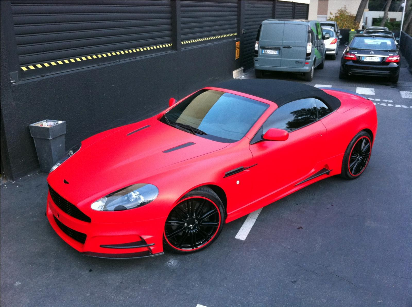 Mansory Aston Martin DBS v červené fólii 8