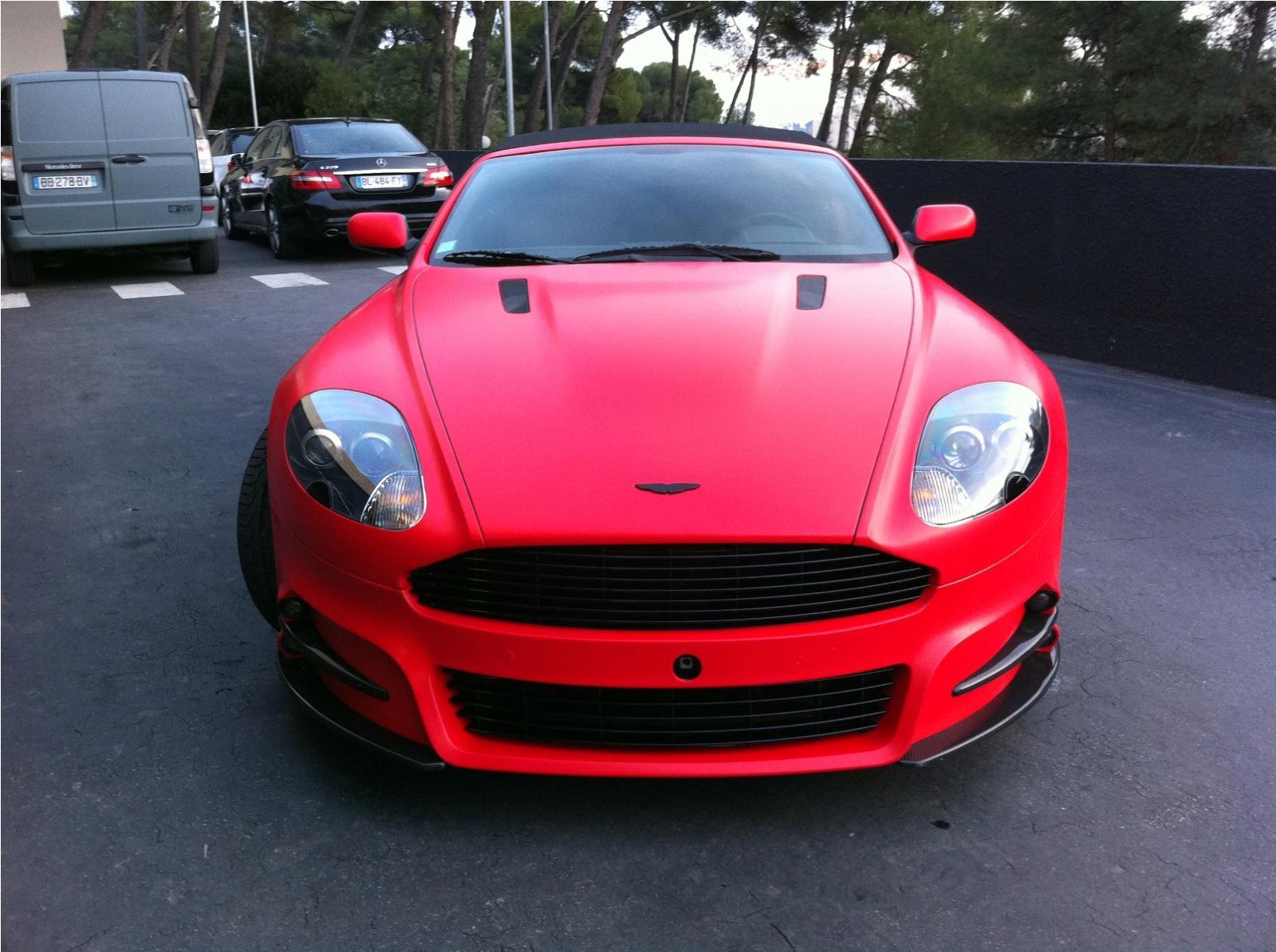 Mansory Aston Martin DBS v červené fólii 9