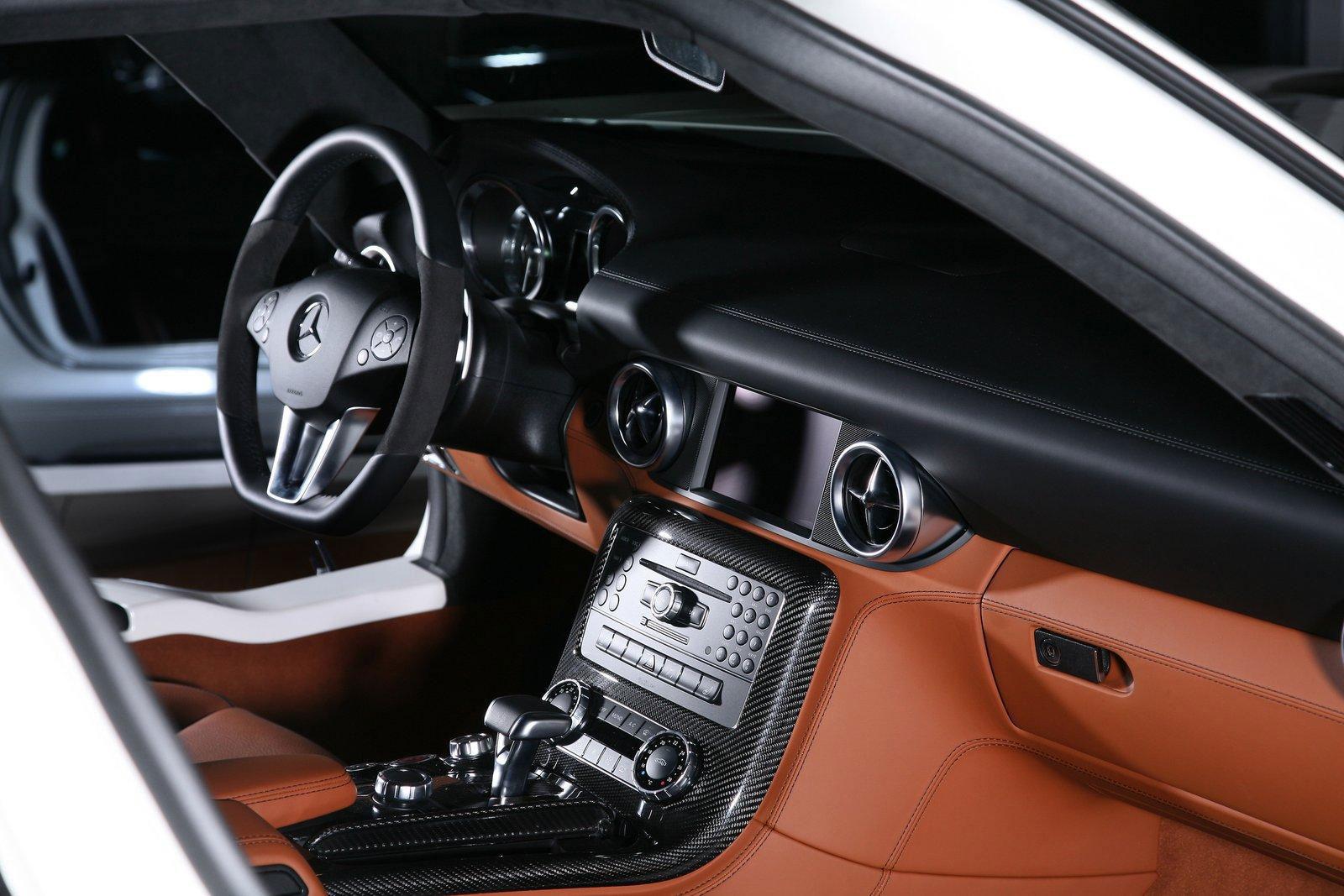 Mercedes-Benz SLS AMG dostal od Inden Design pár koní navíc 6