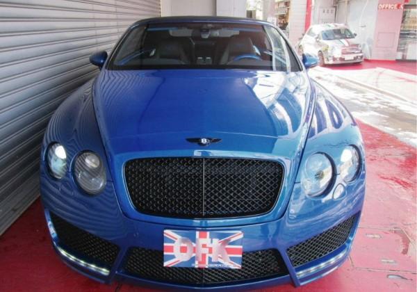 Velmi povedeně upravený Bentley Continental GT Convertible 1