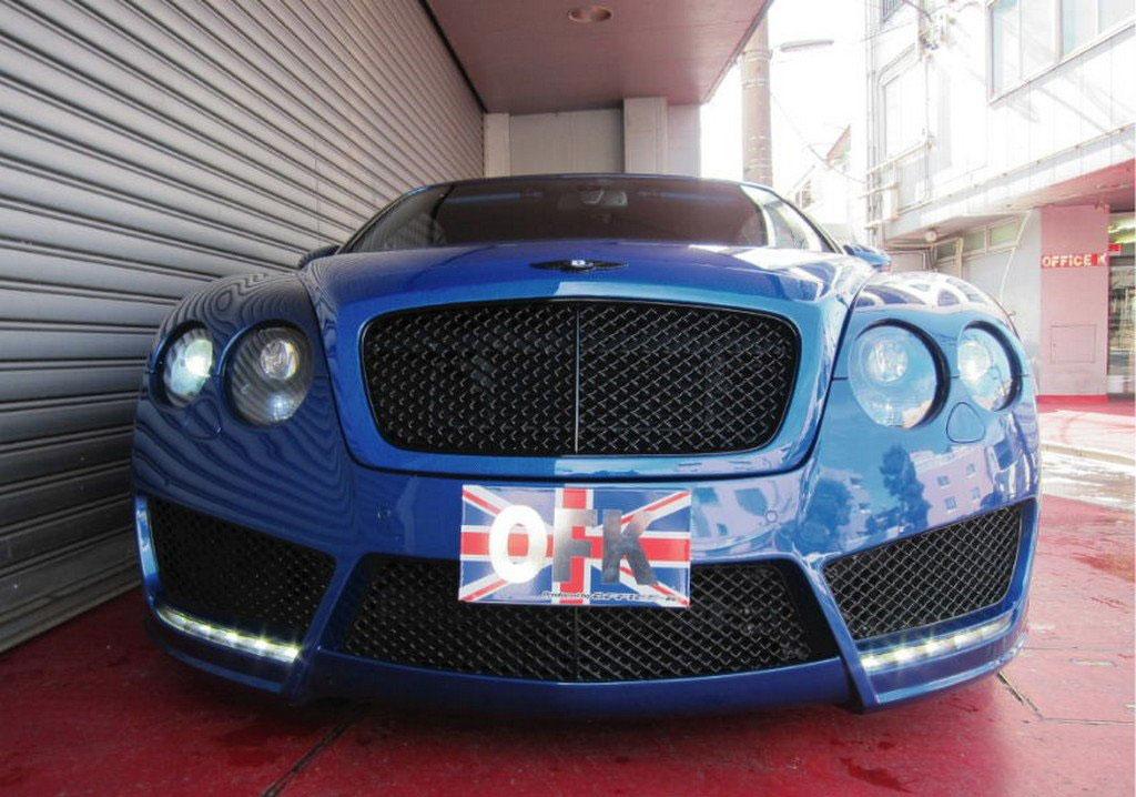 Velmi povedeně upravený Bentley Continental GT Convertible 3