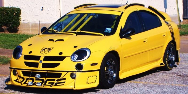 Velmi žlutý Dodge Neon 1