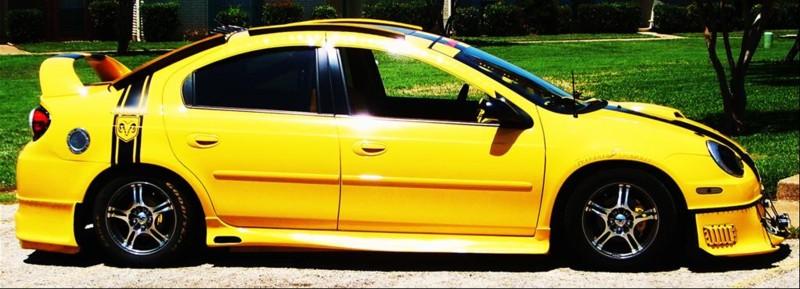 Velmi žlutý Dodge Neon 3