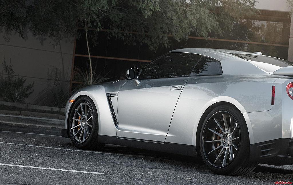Nissan GT-R prodělal pár zlepšení u Vivid Racing 7