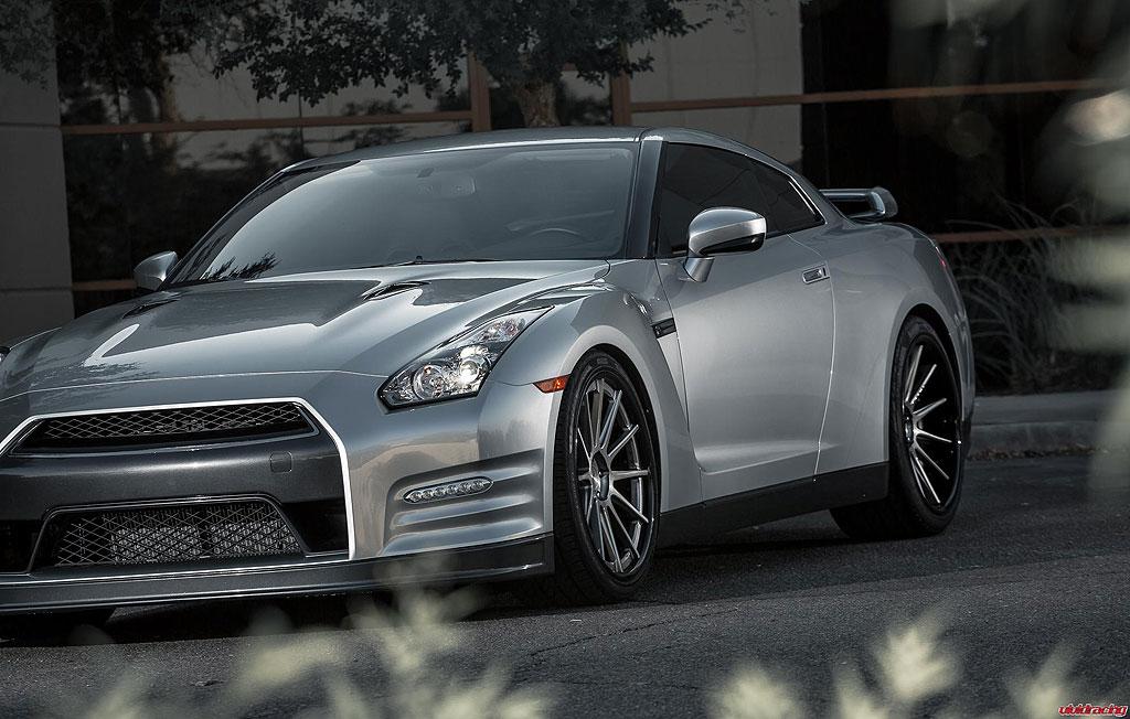 Nissan GT-R prodělal pár zlepšení u Vivid Racing 8