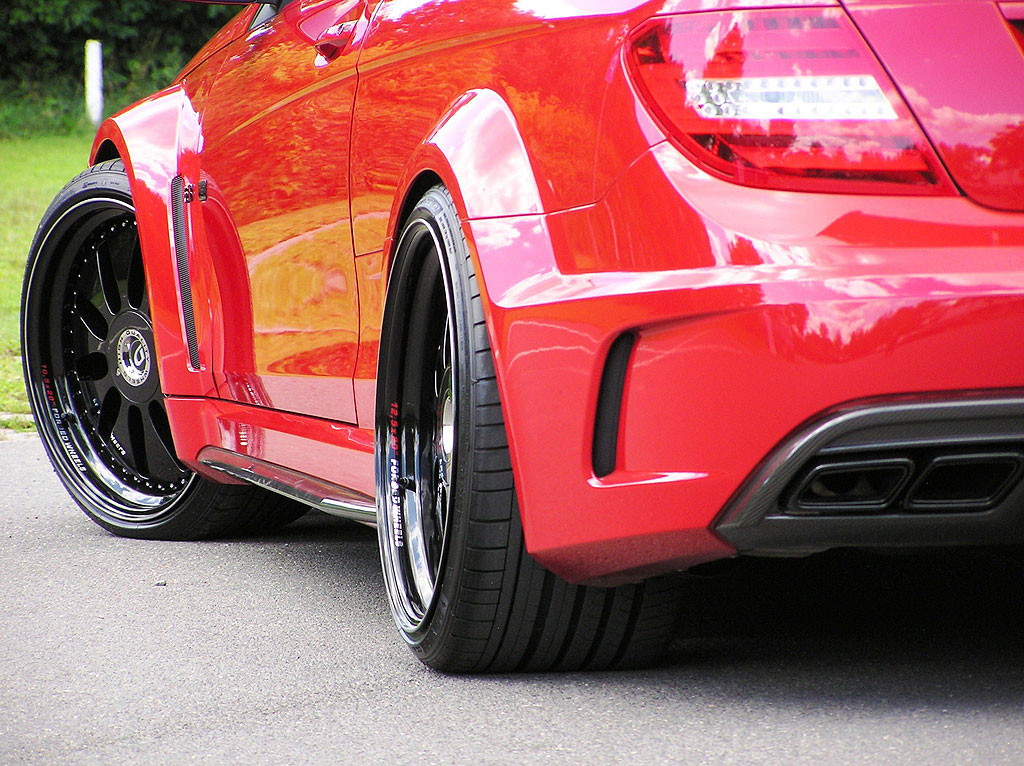 Domanig Autodesign dodali 600 koní pro Mercedes-Benz C63 AMG Black Series 8