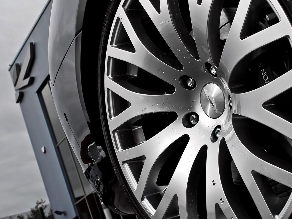 Project Kahn představuje elegantní Aston Martin Rapide 3