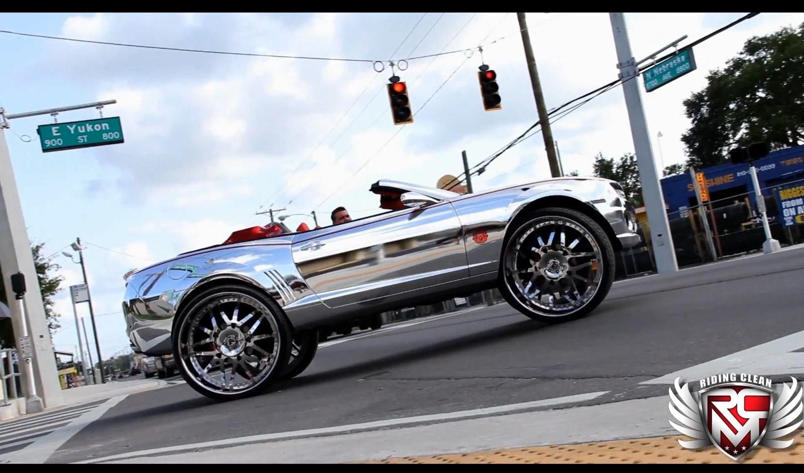 Chevrolet Camaro SS Convertible a kola o velikosti 32 palců 2