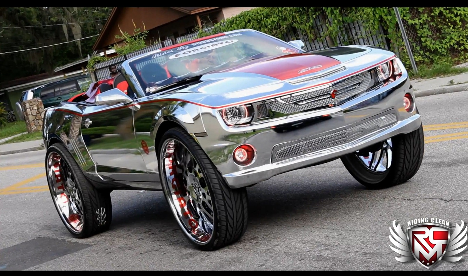 Chevrolet Camaro SS Convertible a kola o velikosti 32 palců 3