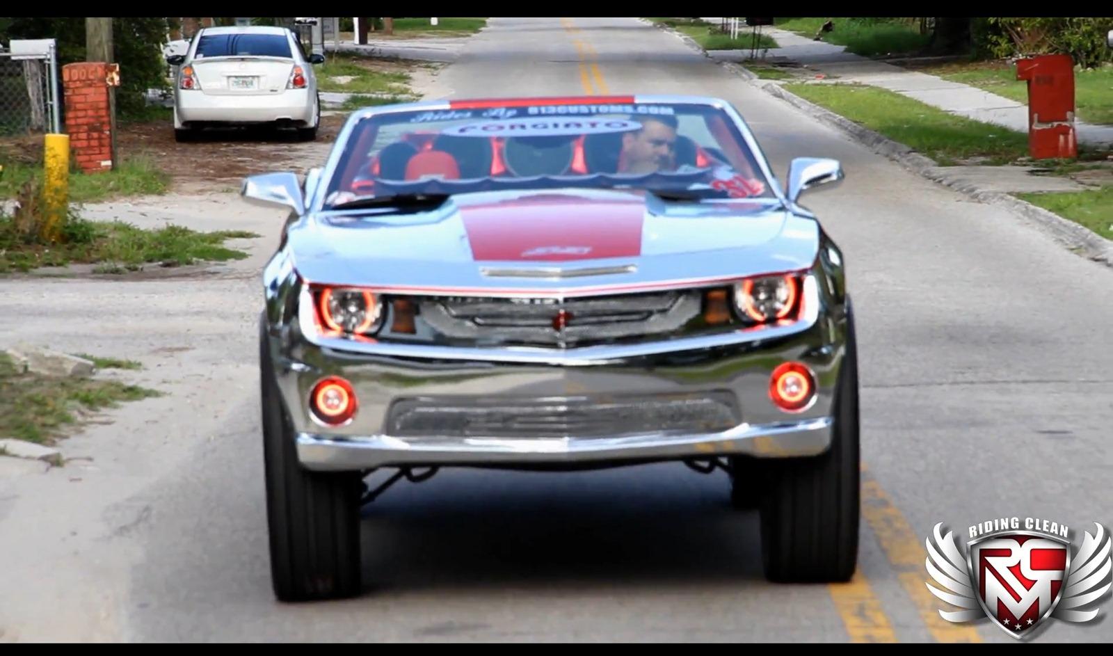 Chevrolet Camaro SS Convertible a kola o velikosti 32 palců 4