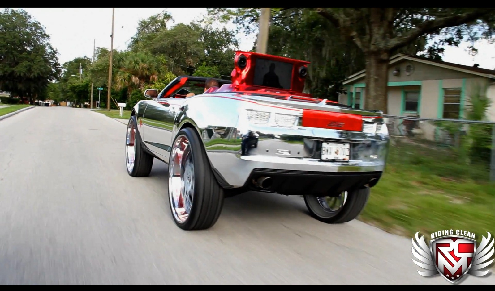 Chevrolet Camaro SS Convertible a kola o velikosti 32 palců 5