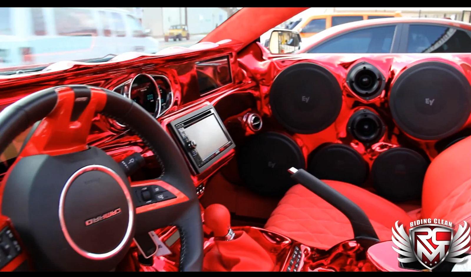 Chevrolet Camaro SS Convertible a kola o velikosti 32 palců 7
