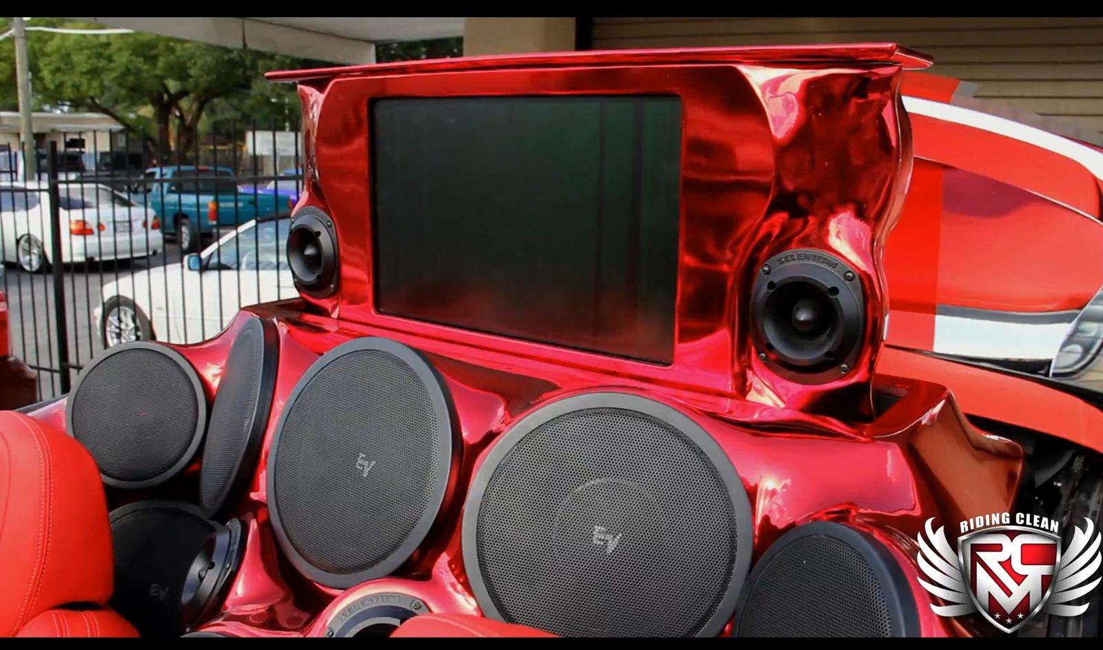Chevrolet Camaro SS Convertible a kola o velikosti 32 palců 8