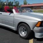 Šíleně upravené BMW řady 3 z roku 1982