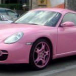 Růžové Porsche Cayman