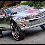 Chevrolet Camaro SS Convertible a kola o velikosti 32 palců