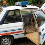 Z policejního Peugeotu 104 se stal kurník