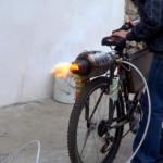 Horské kolo pohánějící turbínový motor