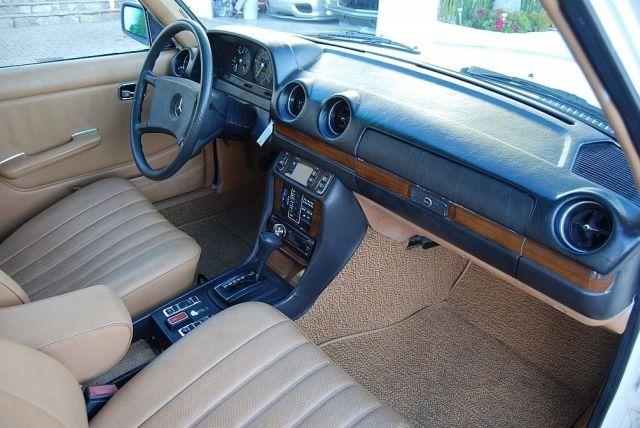 Mercedes-300TD-Wagon-V8-11[2]