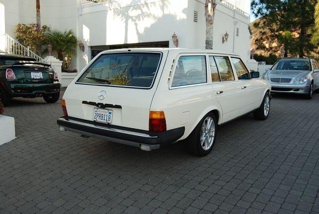 Mercedes-300TD-Wagon-V8-5[2]