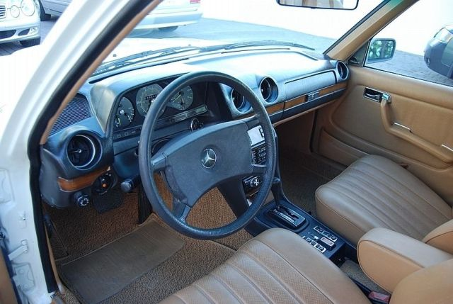 Mercedes-300TD-Wagon-V8-7[2]