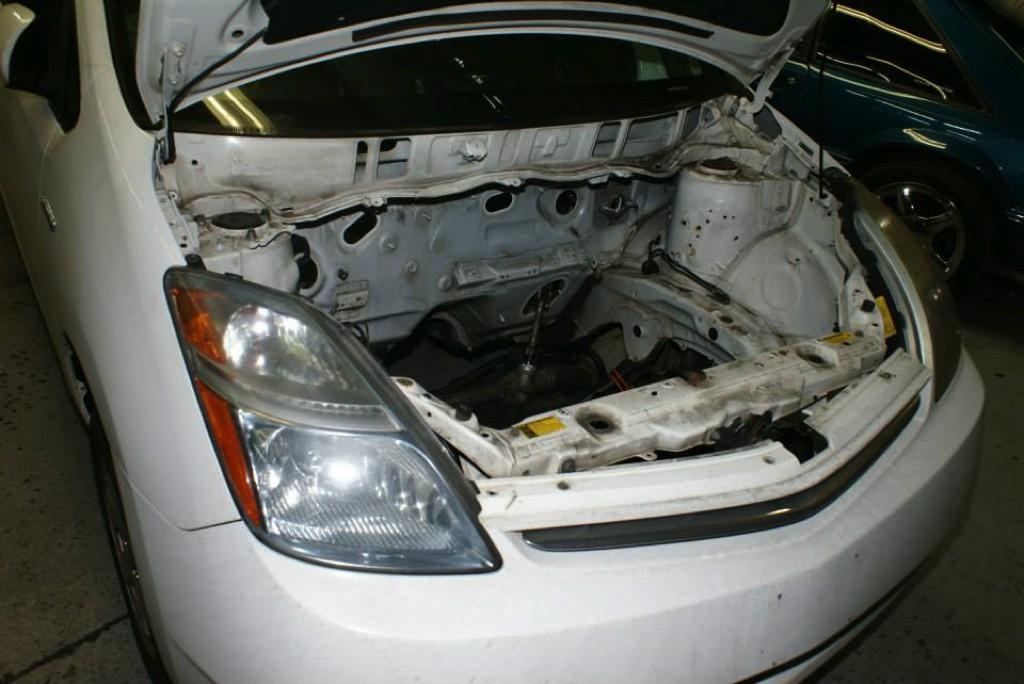 Toyota-Prius-LS1-V8-00