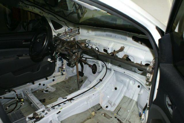 Toyota-Prius-LS1-V8-01