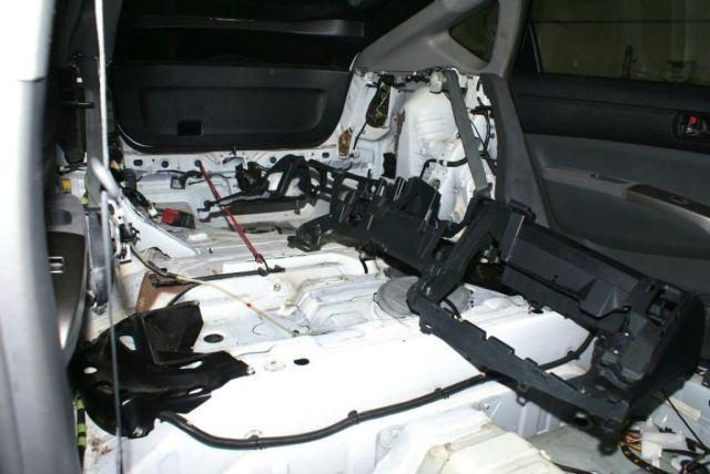 Toyota-Prius-LS1-V8-07