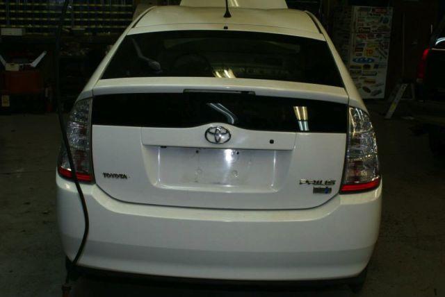 Toyota-Prius-LS1-V8-08