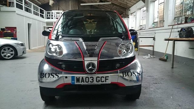 smart-fortwo-thinks-its-a-formula-one-car-lol-medium_3