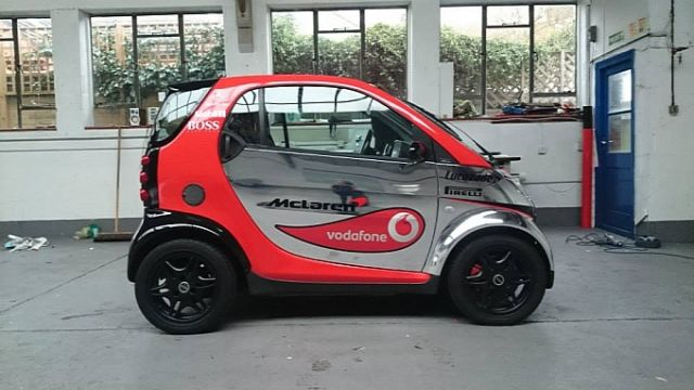 smart-fortwo-thinks-its-a-formula-one-car-lol-medium_4