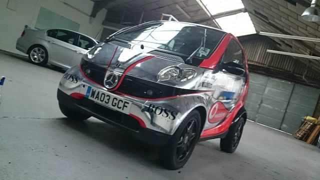 smart-fortwo-thinks-its-a-formula-one-car-lol-medium_5