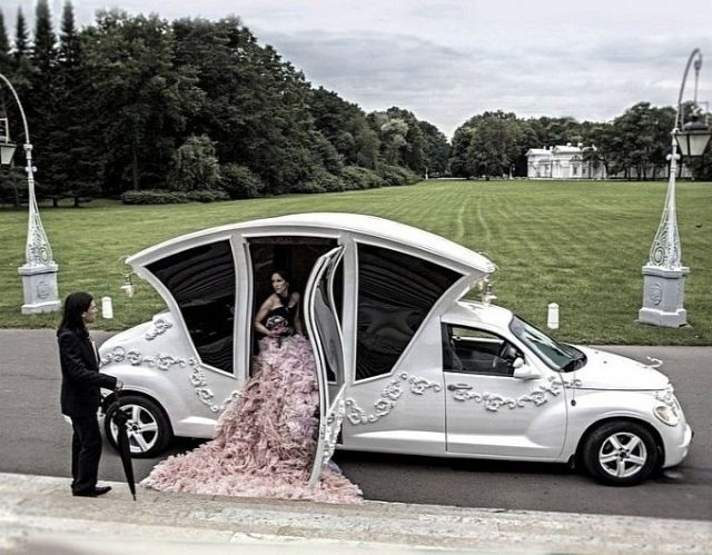 russians-turn-pt-cruiser-into-awesome-wedding-car-video-photo-gallery-medium_3