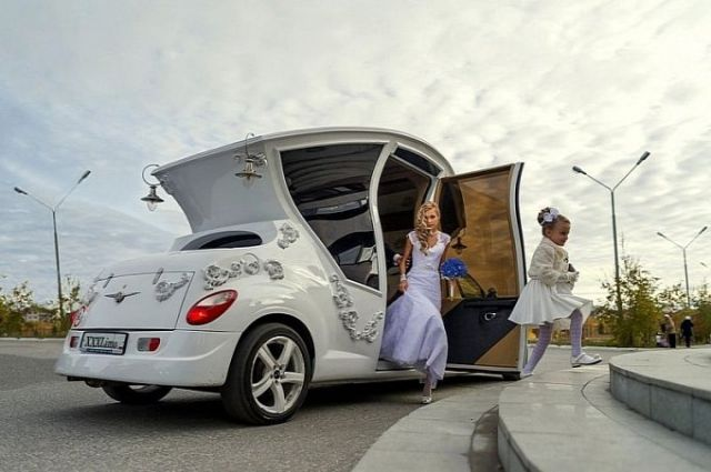 russians-turn-pt-cruiser-into-awesome-wedding-car-video-photo-gallery-medium_4