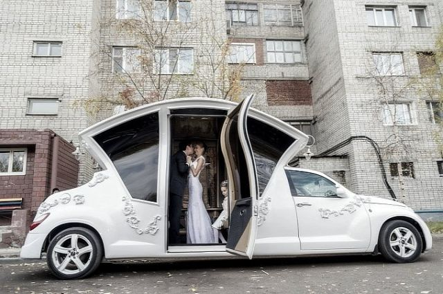 russians-turn-pt-cruiser-into-awesome-wedding-car-video-photo-gallery-medium_6